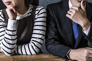 離婚に悩む夫婦